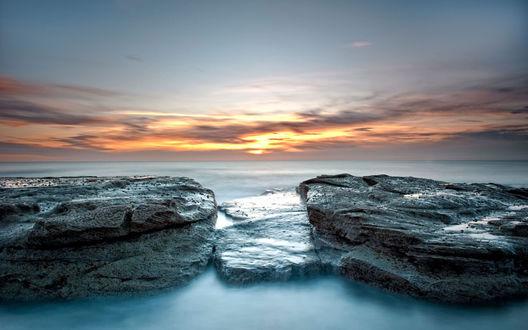 Обои Камни посреди моря устланного густым туманом