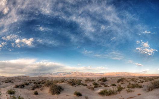 Обои Горы среди пустыни