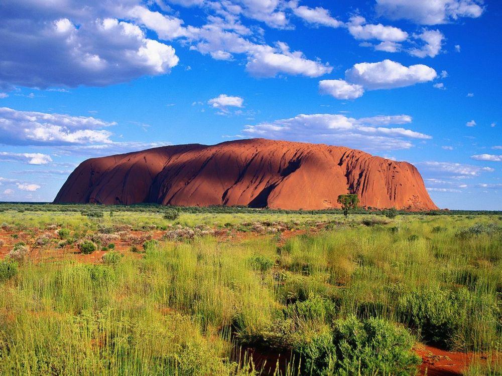 Обои для рабочего стола Скала Улуру (Айрес-Рок).Улуру является священной горой австралийских аборигенов, которые верят в силу земли.