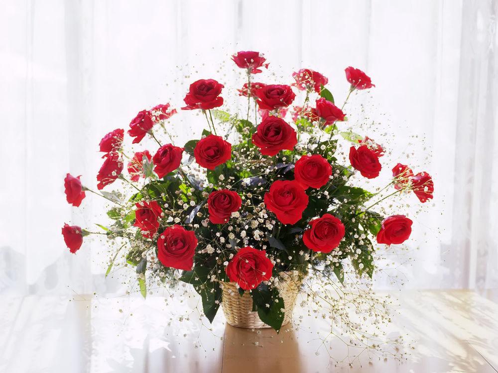 Обои для рабочего стола Букет роз в вазе
