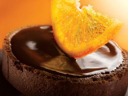 Обои Шоколадный десерт с долькой апельсина