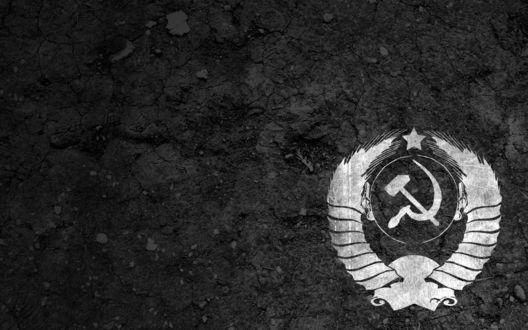 Обои Советский герб трафаретом на земле