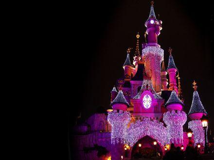 Обои Замок Диснейленда в ночной подсветке