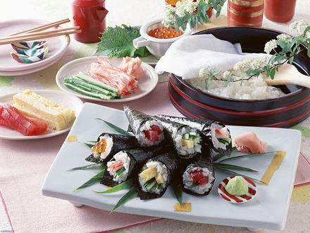 Обои Обед из суши,сыра, мяса и красной икры