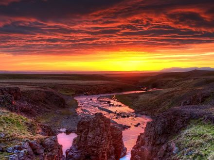 Обои Огромная долина на закате