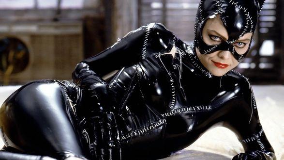 Обои Catwoman / Женщина-кошка (Michelle Pfeiffer / Мишель Пфайффер) из фильма Batman Returns / Бэтмен возвращается (1992)