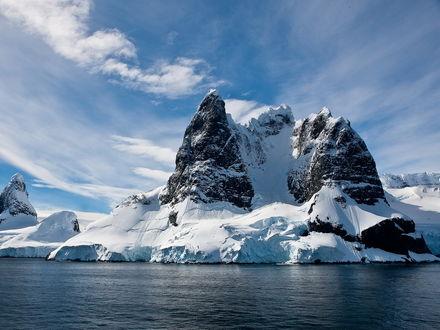 Обои Огромные горы покрытые вечным льдом
