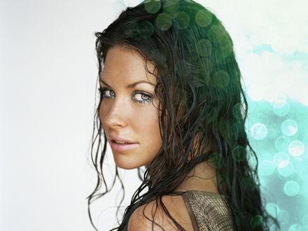 Обои Эванджелин Лили с мокрыми волосами