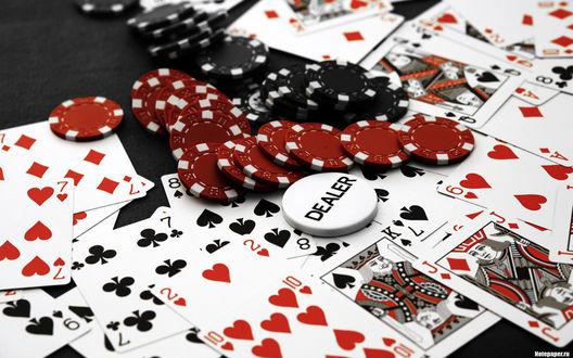 Обои Всё что нужно для игры в покер: карты, фишки, DEALER