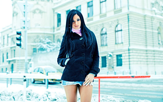 Обои Ashley Bulgari зимой на улице города