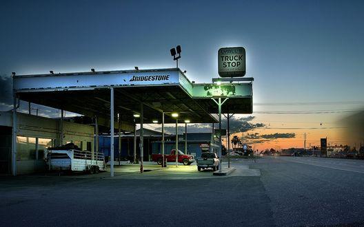 Обои Автозаправка в американской глубинке  (Bridgestone Lyall's Truck stop)