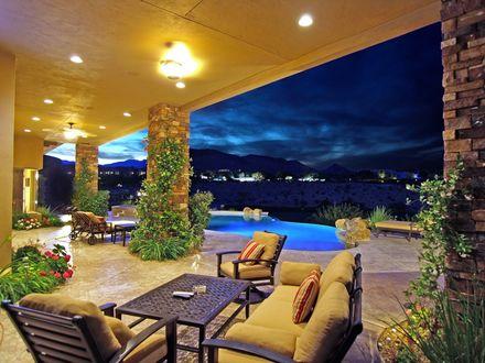 Обои Веранда шикарного особняка, диванчики, бассейн....