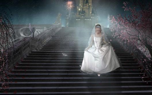 Обои Золушка в свадебном платье потеряла туфельку, убегая с бала