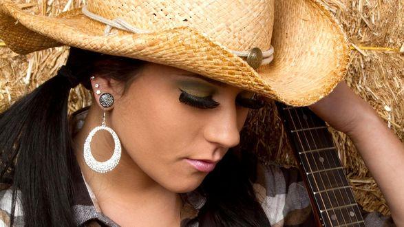 Обои Девушка с длинными ресницами и соломенной шляпе