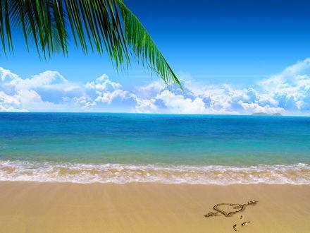 Обои Берег моря с нарисованным сердечком на песке