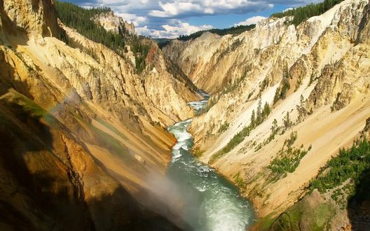 Обои Быстрая река в горах