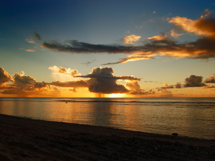 Обои Закат на побережья моря
