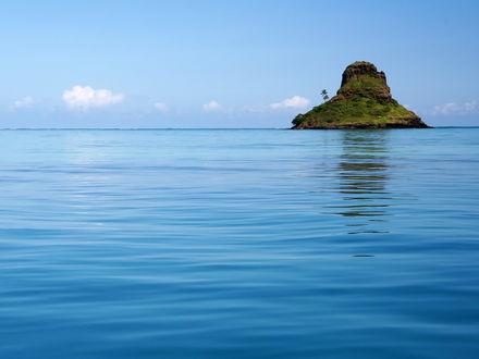 Обои Необычный островок посреди моря