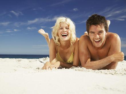 Обои Парочка на пляже