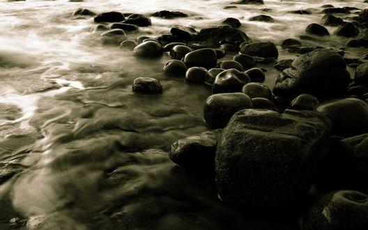 Обои Камни в море