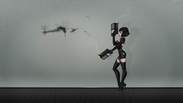 Обои Девушка в латексе с футуристическими пистолетами прожгла дырку в стене