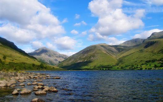 Обои Холмы на берегу озера