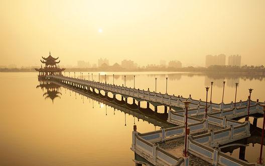 Обои Lotus Lake, Nine Cornered Bridge and Wuli Pagoda, Dawn, Sunrise, Kaohsiung, Taiwan