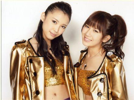 Обои [C-ute] Саки Накаджима и Чисато Окай