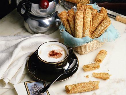 Обои Кофе с вафельными трубочками