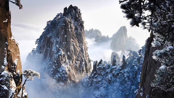 Обои Заснеженные вершины гор