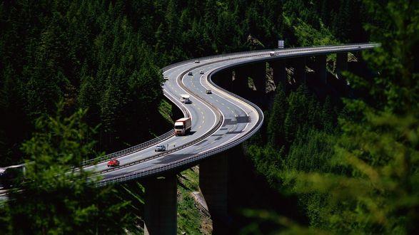Обои Трасса проходящая по горам