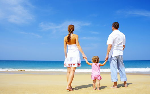 Обои Семья приехала на берега океана