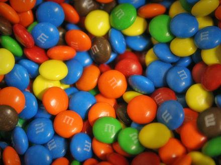 Обои Цветные конфетки M&M