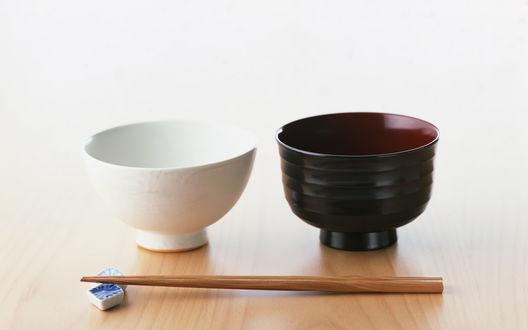 Обои Японская посуда и палочки