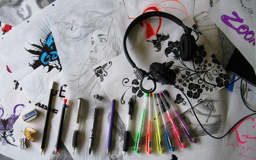 Обои Листы с рисунками, разноцветные ручки и наушники