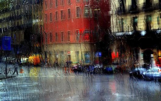 Обои Дождь льет на город за стеклом