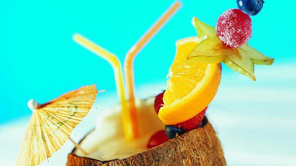 Обои Коктейль в кокосе с долькой апельсина