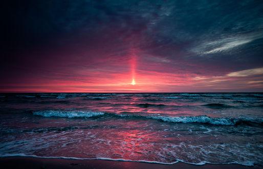 Обои Кровавый закат над морем