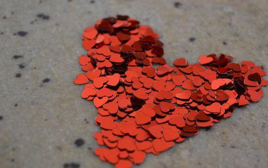 Обои Большое красное сердце из маленьких