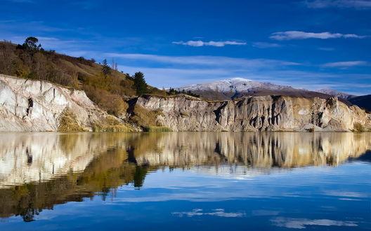 Обои Красивая река у подножья гор
