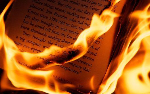Обои История пылает пламенем