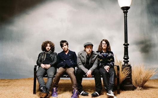 Обои Группа Fall Out Boy на скамейке