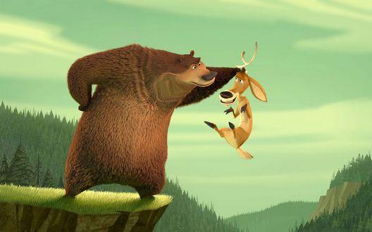 Обои Мультфильм 'Сезон охоты', медведь держит лося за рога над обрывом