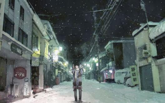 Обои Девушка зимой в снегопад стоит на улице ночного города
