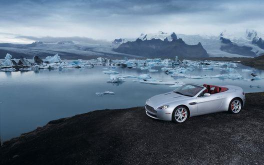 Обои Машина на берегу океана во льду