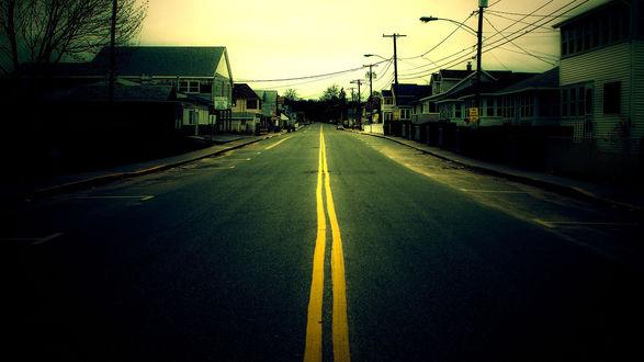 Обои Дорога в небольшом городке