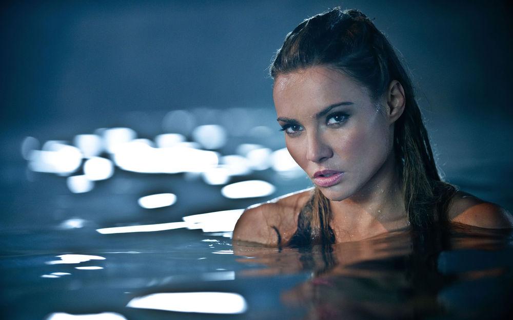 резко красивое фото девушек в воде поудобнее чтобы попка