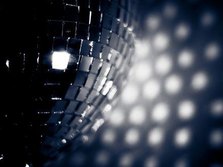 Обои Зеркальный диско-шар крупно