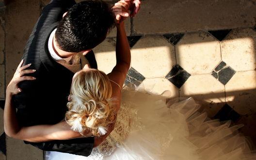 Обои Первый танец жениха и невесты