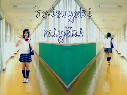 Обои Натсуяки Мияби / Natsuyaki miyabi из японской группы Berryz Koubou в школьной форме